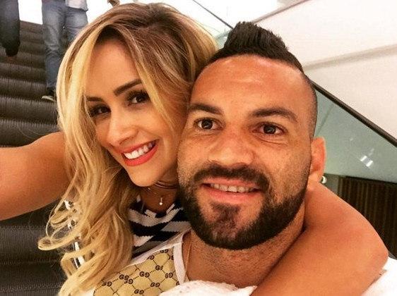 A ex-panicat Babi Muniz já namorou o goleiro Weverton, hoje titular do Palmeiras.