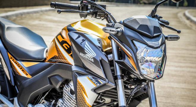 A exclusiva cor amarelo com rodas em preto está disponível para a versão equipada com freios ABS / Divulgação