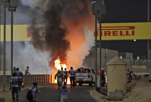 A explosão da Haas de Grosjean no Bahrein.