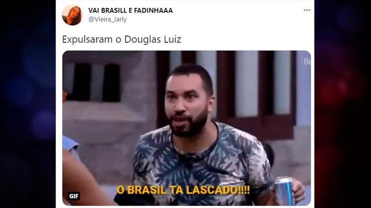 A expulsão de Douglas Luiz logo no início do jogo contra a Costa do Marfim frustrou os brasileiros