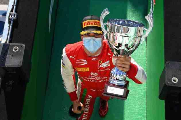 A F1 vive a expectativa da chegada de Mick Schumacher, filho do heptacampeão Michael, ao grid. Nesta galeria, separamos os casos de pai e filho na categoria (Por GRANDE PRÊMIO)