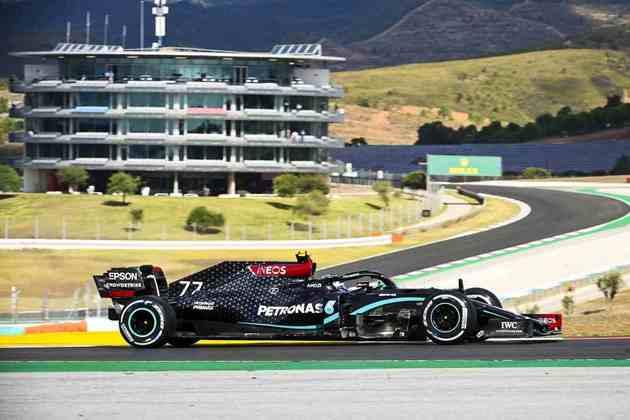 A fantástica jornada de Hamilton foi coroada por um Bottas que, em todo o fim de semana até então vinha dominando os trabalhos em Portugal. O finlandês larga em segundo, com 1min16s754