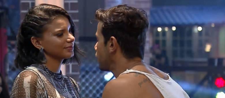 Jakelyne e Mariano enfrentam problemas no relacionamento