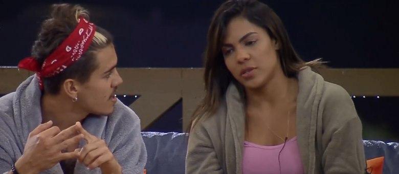 Biel e Tays seguem reclamando da relação para os amigos do confinamento