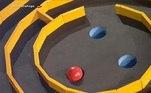 O objetivo da prova era encaçapar três bolinhas vermelhas nas aberturas presentes no centro da plataforma. Para isso, os peões tinham que se movimentar para conduzir uma bola por vez pelo labirinto. O vencedor seria aquele que conseguisse completar a atividade em menos tempo