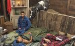 Colorado estava tranquilo na Baia, até que chegaram novos moradores! Curioso, o animal deu aquela conferida para saber quem eram os peões que invadiram o seu espaço. Victor Pecoraro nem percebeu que estava sendo vistoriado pelo cavalo e a cena gerou boas gargalhadas