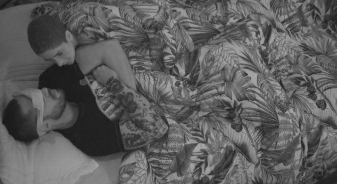 Lary tenta acordar Bil durante a madrugada