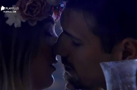 O beijo entre eles finalmente saiu!