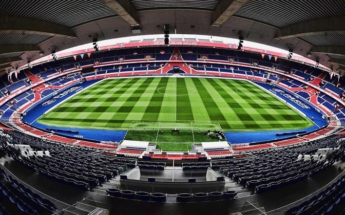 A Federação Francesa de Futebol adiou a final da Copa da Liga Francesa.  que seria realizada no dia 4 de abril. O duelo entre PSG e Lyon, no Stade de France, ainda não tem nova data confirmada.