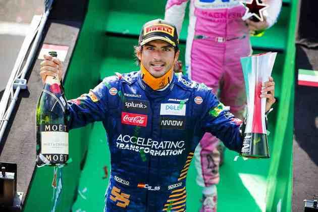 A festa de Carlos Sainz Jr. com o segundo pódio conquistado na carreira