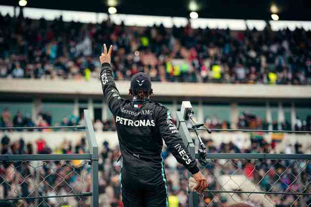 A festa de Lewis Hamilton após a 92ª vitória na Fórmula 1