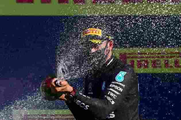 A festa de Lewis Hamilton pela 90ª vitória na Fórmula 1