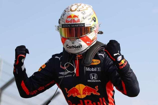A festa de Max Verstappen após a primeira vitória na temporada 2020