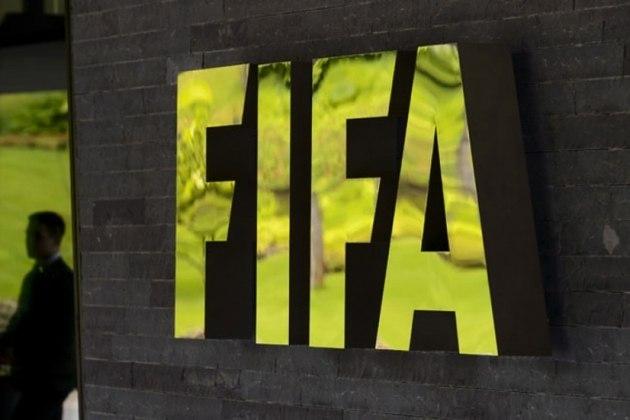 A Fifa oficializou nesta sexta que os campeonatos iniciados ou que ainda começarão tenham a permissão da regra das cinco substituições por equipe. A IFAB (International Board) deu sinal verde para a mudança, que será temporária e válida até dezembro deste ano.