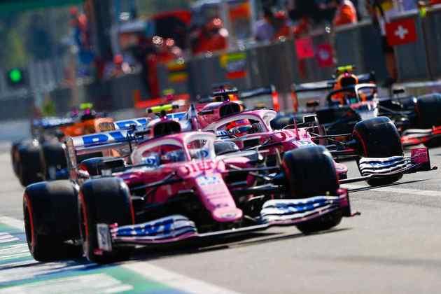A fila de carros saindo dos boxes foi cena comum em Monza