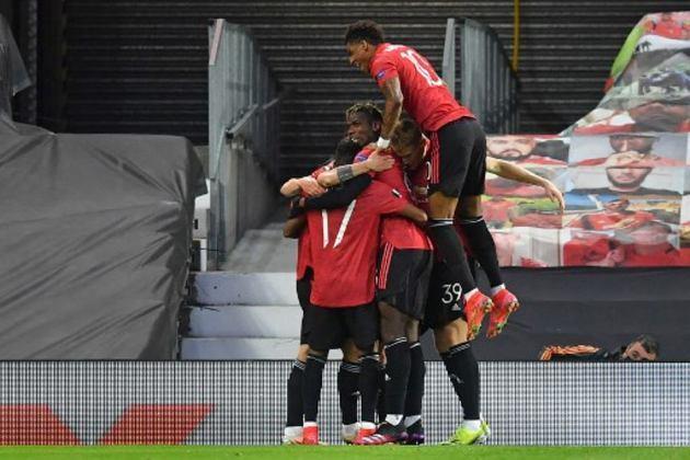 A final da Europa League, que será disputada no próximo dia 26 de maio no Estádio Gdansk, na Polônia, pode acontecer diante de 10 mil torcedores. A Uefa e as autoridades locais trabalham para que a decisão tenha público, uma vez que os casos de Covid-19 tem caído no país, segundo o Daily Mail