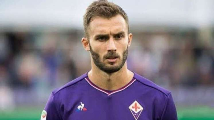 A Fiorentina, por meio de seu presidente, Rocco Comisso, confirmou que dez de seus membros, entre jogadores e funcionários, foram contaminados. Cutrone, Pezzella e Vlahovic são os jogadores afetados e passam bem.