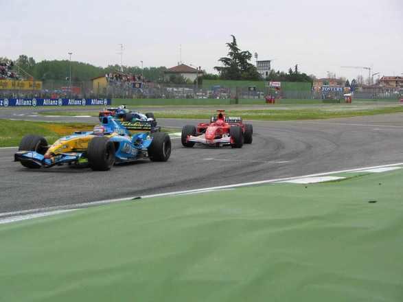 A Fórmula 1 estreou em Ímola em 1980, como GP da Itália. A partir do ano seguinte, virou GP de San Marino. E o circuito, marcado pela morte de Ayrton Senna em 1994, viveu grandes momentos em sua história. A corrida deste fim de semana, incluída no calendário devido à pandemia do coronavírus, tem o nome de GP da Emília Romanha. Relembre alguns nesta galeria especial