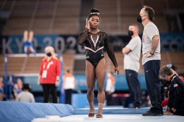 A ginasta americana Simone Biles deu provas do que poderá fazer nos Jogos Olímpicos de Tóquio a partir do próximo domingo. No treino de pódio, a americana cravou o Yurchenko Double Pike, movimento nunca antes feito em competição oficial por uma ginasta mulher.