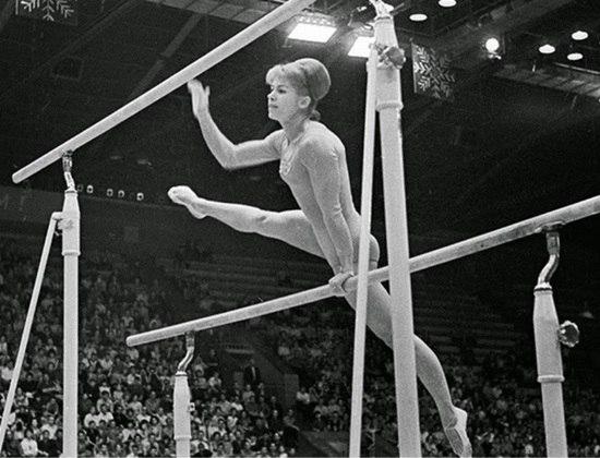 A ginasta soviética  Larissa Latynina conquistou em Tóquio dois ouros, chegando a 18 medalhas no total, recorde histórico até então. Ela só seria superada pelo nadador Michael Phelps, em 2008.