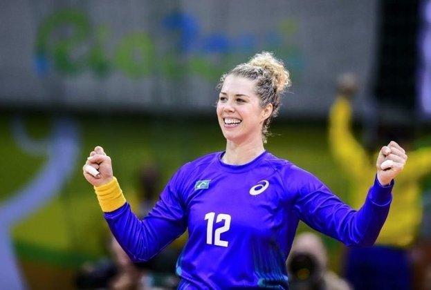 A goleira Babi Arenhart, goleira da Seleção feminina de handebol, é outro nome ativo na causa.