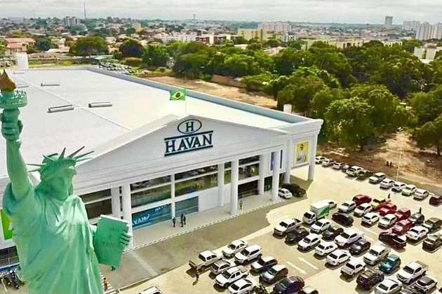 A Havan é uma empresa catarinense, do ramo de varejo, fundada há 35 anos, na cidade de Brusque, Santa Catarina, por Luciano Hang. Atualmente, são mais de 150 lojas, presentes em 18 estados brasileiros. No ano passado, a Havan registrou R$10 bilhões e teve crescimento de 30% no lucro líquido.