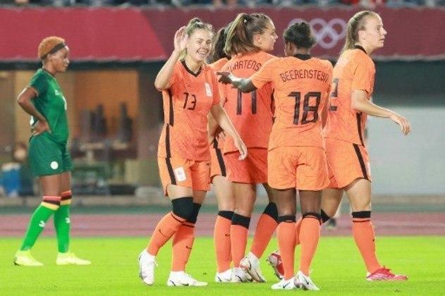 A Holanda atropelou a estreante Zambia por 10 a 3 e tirou a liderança do Brasil no Grupo F. Na próxima rodada, a seleção holandesa encara as brasileiras na disputa pelo primeiro lugar do grupo.
