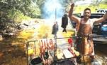 André Marques é criticado por fazer churrasco em reserva ambientalO apresentador e atorAndré Marquesestá sendo criticado nas redes sociais por fazer um churrasco, com os amigos,na Serra da Canastra, em Minas Gerais. Ele preparou os alimentos dentro de um rio.O ator fechou os comentários que estavam recheados de críticas