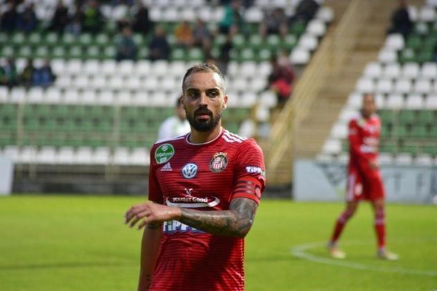A Hungria, cuja capital é Budapeste, onde acontecerá a Supercopa da UEFA, autorizou a entrada de torcida com algumas limitações no final de maio, porém, em junho, já não havia mais restrições. Na foto, o brasileiro Lucas Marcolini, meia do Kisvárda.