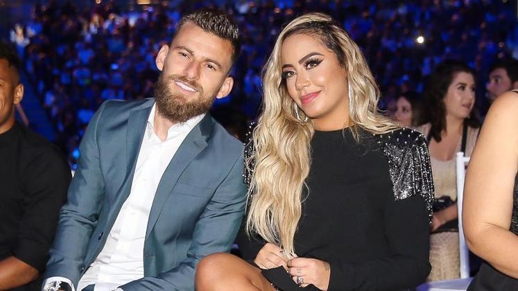 A influencer e irmã de Neymar também já foi assunto por um suposto relacionamento com outro jogador. Rafaella e Lucas Lima foram vistos juntos algumas vezes, e, na época, segundo a colunista Fábia Oliveira, os dois chegaram a namorar, apesar de nunca terem assumido publicamente