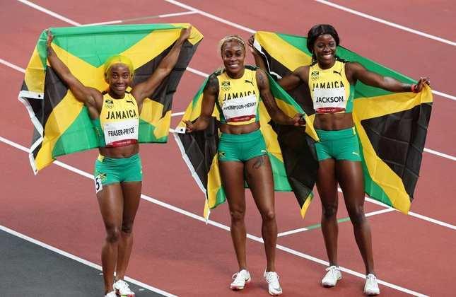 A Jamaica dominou a final dos 100m rasos feminino nos Jogos Olímpicos de Tóquio. Com direito a recorde olímpico, Eliane Thompson-Herah conquistou a medalha de ouro e levou a melhor sobre a favorita Shelly-Ann Fraser-Pryce, campeã olímpica em Londres-2012 e Rio-2016. O bronze ficou com a também jamaicana Shericka Jackson.