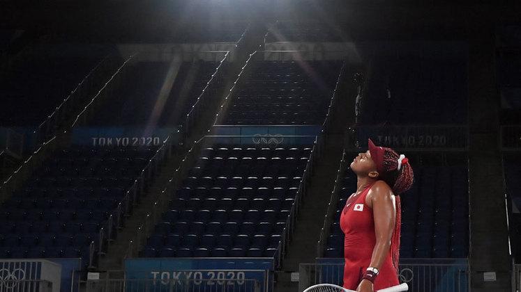 A japonesa Naomi Osaka foi eliminada dos Jogos Olímpicos de Tóquio. Uma das grandes estrelas do Japão na Olimpíada, a tenista se despediu sem medalha. A número 2 do mundo foi derrotada pela tcheca Marketa Vondruousova por 2 sets a 0 (parciais de 6/1 e 6/4).
