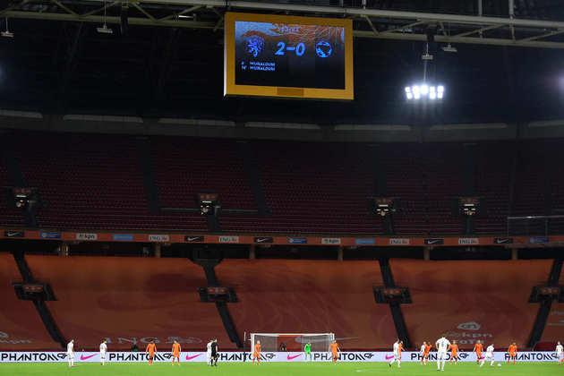 A Johan Cruyff Arena, com capacidade para 55.500 pessoas, terá de 25% a 33% da capacidade liberada para o público (entre 13.875 e 18.315 pessoas). Receberá jogos da fase de grupos e das oitavas de final.
