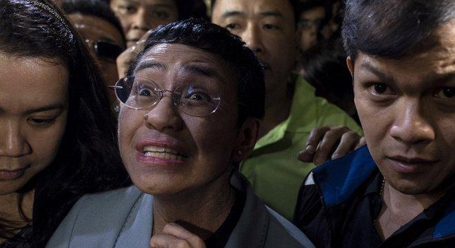 A jornalista filipina Maria Ressa, conhecida por reportagens que investigam o governo, foi presa duas vezes