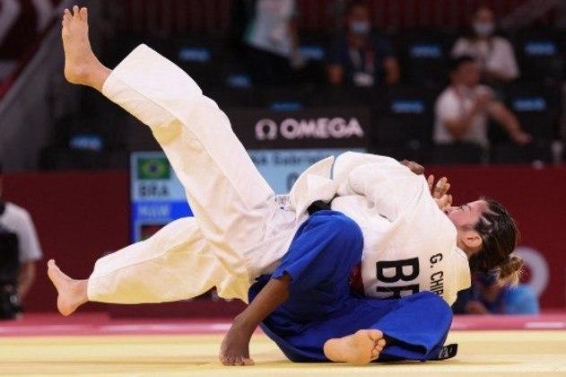 A judoca Gabriela Chibana surpreendeu no judô. Na primeira luta, a atleta brasileira precisou de apenas 14 segundos para vencer a malauiana Harriet Bonface após aplicar um Ippon. Na fase seguinte, no entanto, não deu sorte com a chave e foi eliminada pela líder do ranking mundial, Distria Krasniqi, de Kosovo.