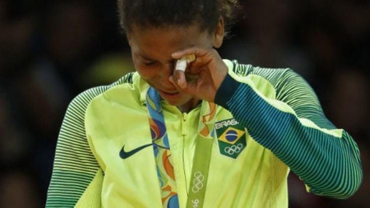 A judoca Rafaela Silva conquistou o ouro olímpico nos Jogos do Rio, em 2016, igualando o feito de Sarah Menezes quatro anos antes. A medalha foi obtida na categoria até 57kg.