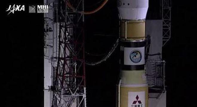 A Kounotori 8 foi lançada do Centro Espacial de Tanegashima, na província de Kagoshima, na última semana e foi acoplada com a ajuda de um braço robótico operado por um astronauta.