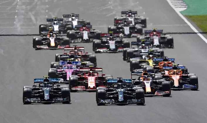 A largada do GP da Inglaterra
