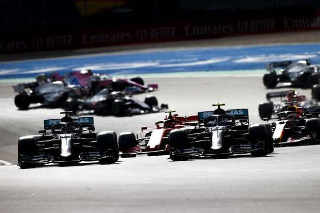 A largada do GP de Eifel teve embate entre Hamilton e Bottas