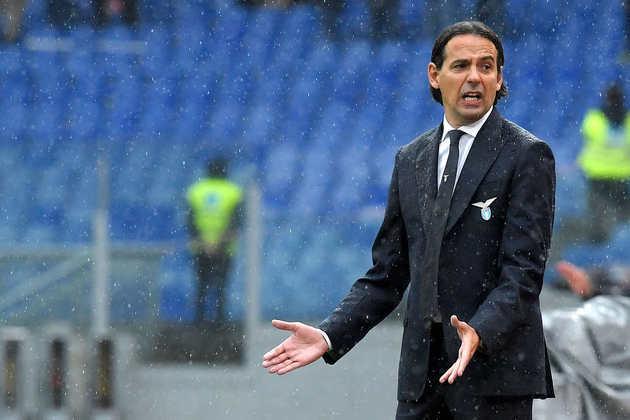 A Lazio anunciou, nesta quinta-feira (27), a saída do treinador Simone Inzaghi. Ao que tudo indica, ele irá assinar com a Inter de Milão nos próximos dias.