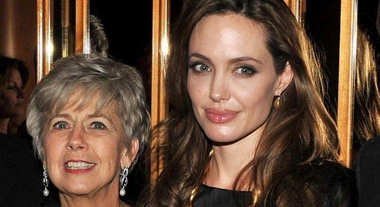 A mãe de Brad Pitt e Angelina Jolie