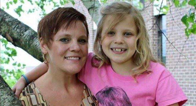 A mãe de Mallory, Dianne, afirma que a escola ignorou suas queixas