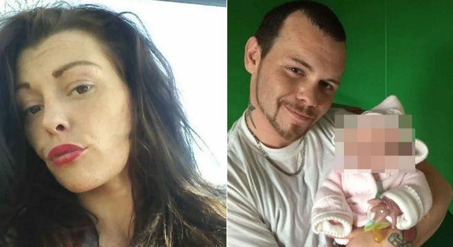 A mãe e o pai biológico com sua bebê depois de conseguir registrá-la