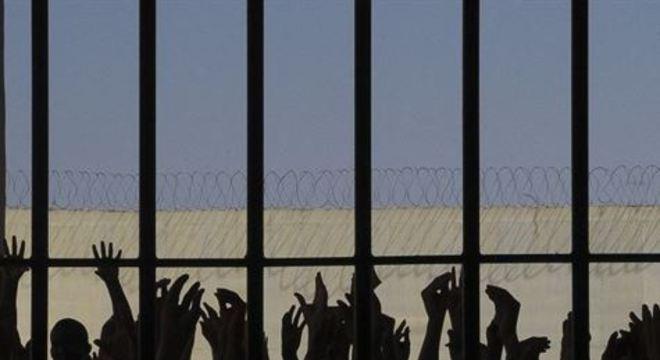 A maioria das prisões do país sofre de superlotação e há várias delas com casos de infectados pelo novo coronavírus