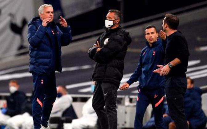 A mais recente confusão de Lampard se deu com Mourinho, quando o Chelsea foi derrotado nos pênaltis pelo Tottenham pela Copa da Liga Inglesa. Mourinho fez o gesto