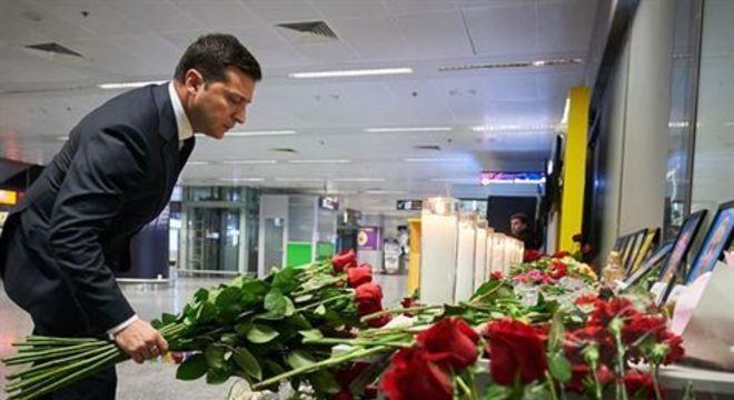 'A manhã trouxe a verdade. A Ucrânia insiste em um pleno reconhecimento de culpa', afirmou Volodymyr Zelensky
