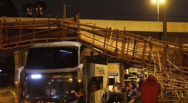 A Marginal Tietê, uma das principais vias da capital paulista, está com um grande congestionamento, no sentido Castello Branco, em razão do bloqueio das pistas