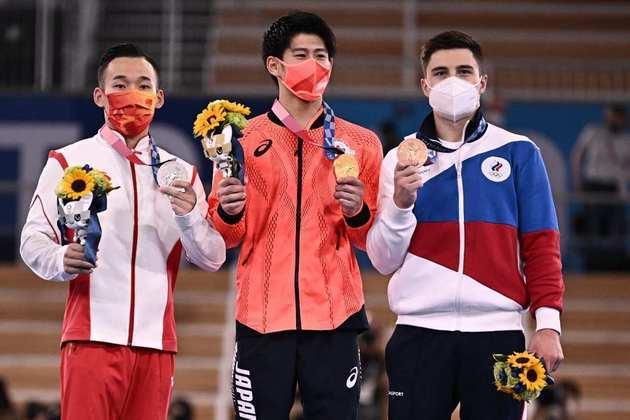 A medalha de ouro ficou com o Japão pela terceira Olimpíada consecutiva. Daiki Hashimoto somou 88,465 pontos e ficou no topo do pódio do individual geral. O chinês Xiao Ruoteng ficou com a prata e o russo Nikita Nagornyy terminou com o bronze.