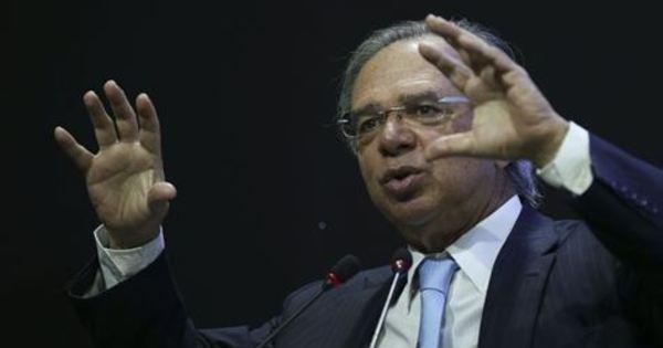 Ministro Paulo Guedes afirma que seu celular foi 'hackeado'