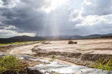 Barragem em Rio Acima está abandonada
